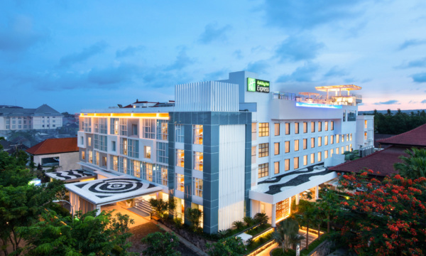 Holiday Inn Express Baruna Bali Exterior